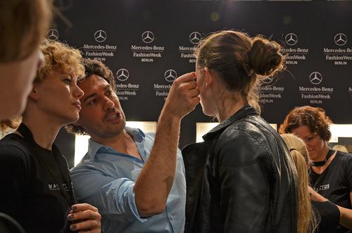 Models werden von Boris Entrup geschminkt