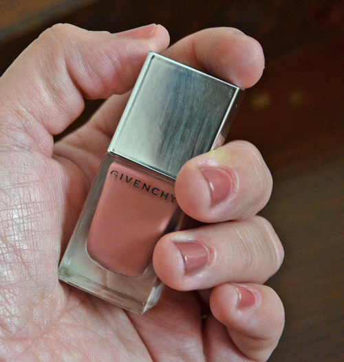 Givenchy Le Vernis Rose D`Exception Tragebild