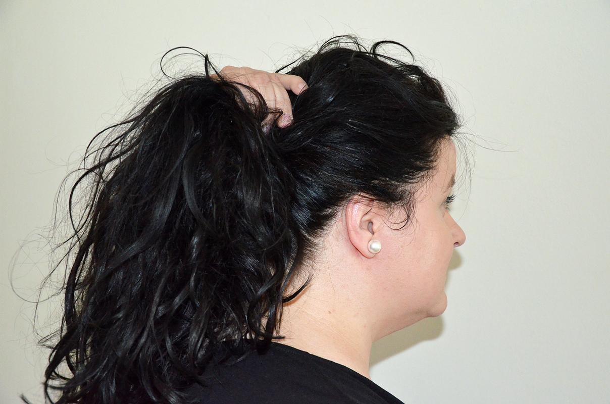Haare hinten zusammenfassen